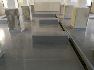 Quarzcolor-Monoboden hergestellt in der Halle eines Galvanikbetriebs.