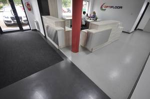 Quarzcolor flooring system in the entrance hall of our company