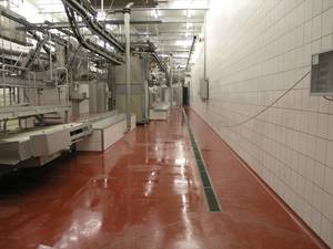 Quarzcolor epoxy floor in wet rooms of a food industry plant.