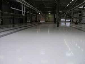 Quarzcolor epoxy floor applied in an automotive production plant
